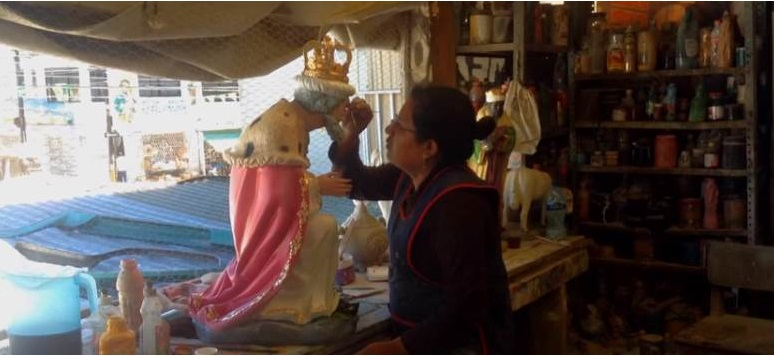 La elaboración de nacimientos navideños en Puebla