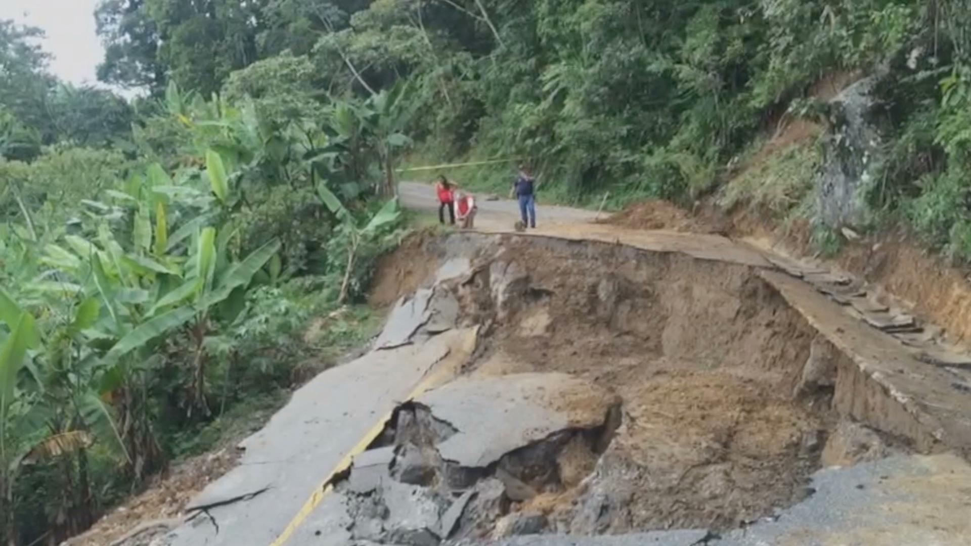 Trabajo coordinado para restablecer caminos en poblados incomunicados por Earl: PC