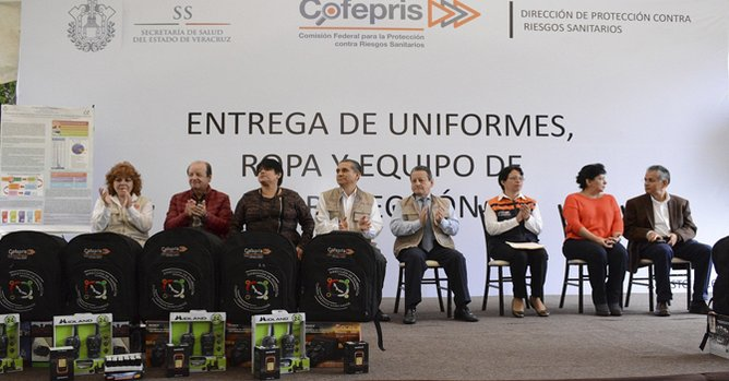 Entrega Cofepris uniformes para personal de Salud en Veracruz