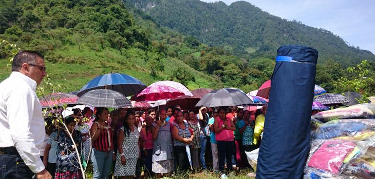 Entrega PC apoyos familias vulnerables de Ayahualulco, Ixhuacán de los Reyes y Xico