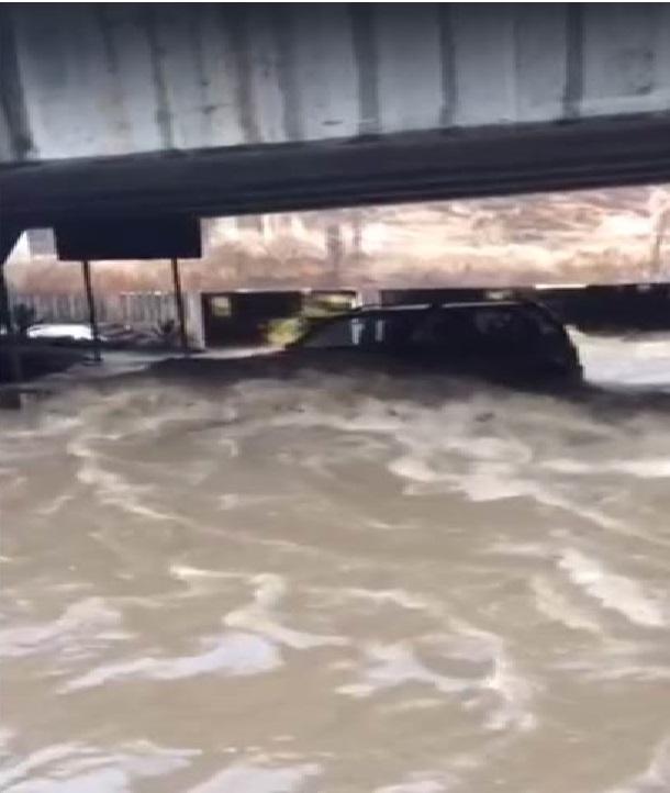 Fuerte lluvia inunda plazas comerciales y calles de Xalapa
