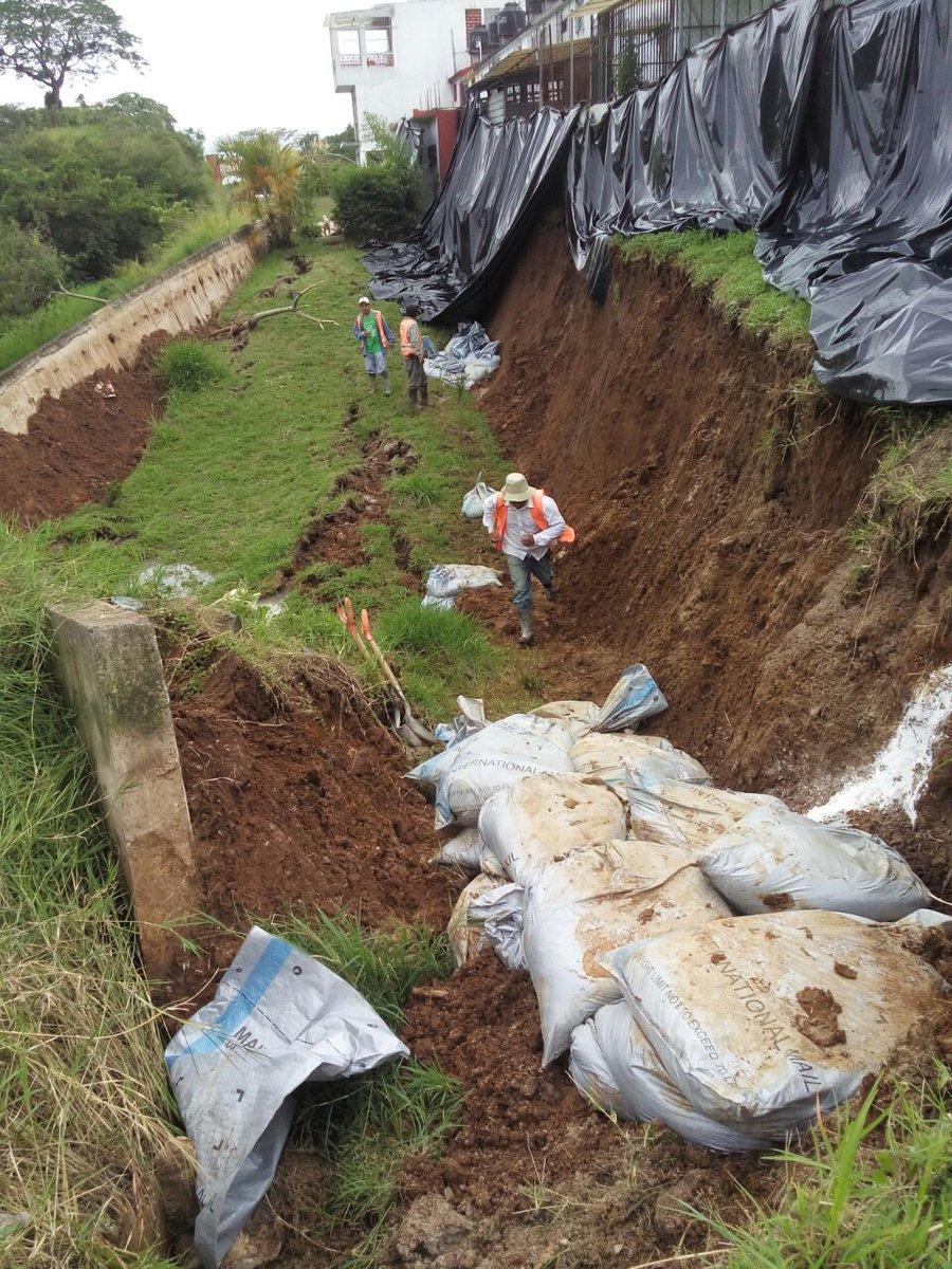 Cae muro de contención en Lomas Verdes por fuerte lluvia