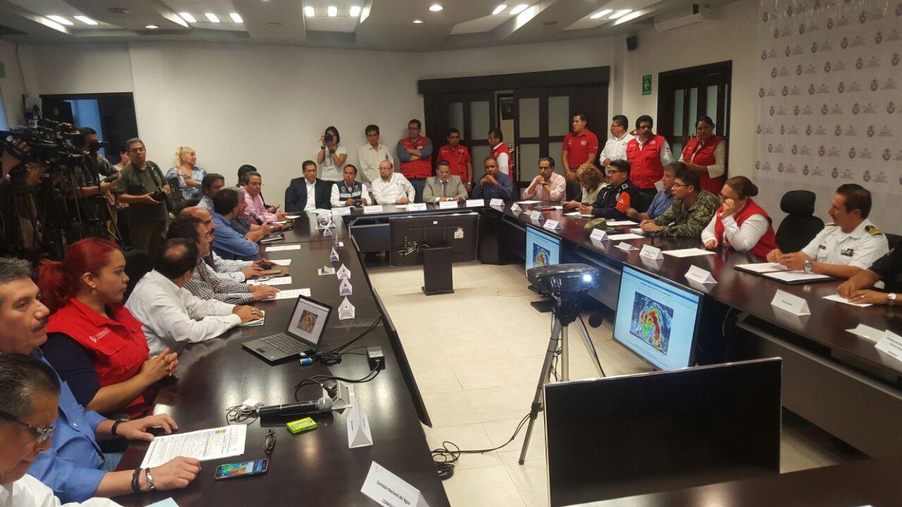 """Activa PC Alerta SIAT-CT Azul en el sur de Veracruz por acercamiento de huracán """"Earl""""; en el norte y centro se mantiene Alerta Gris"""
