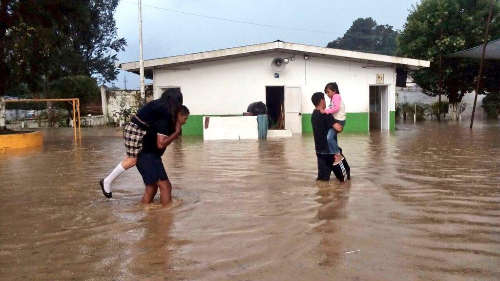 Lluvia vuelve a afectar Xalapa