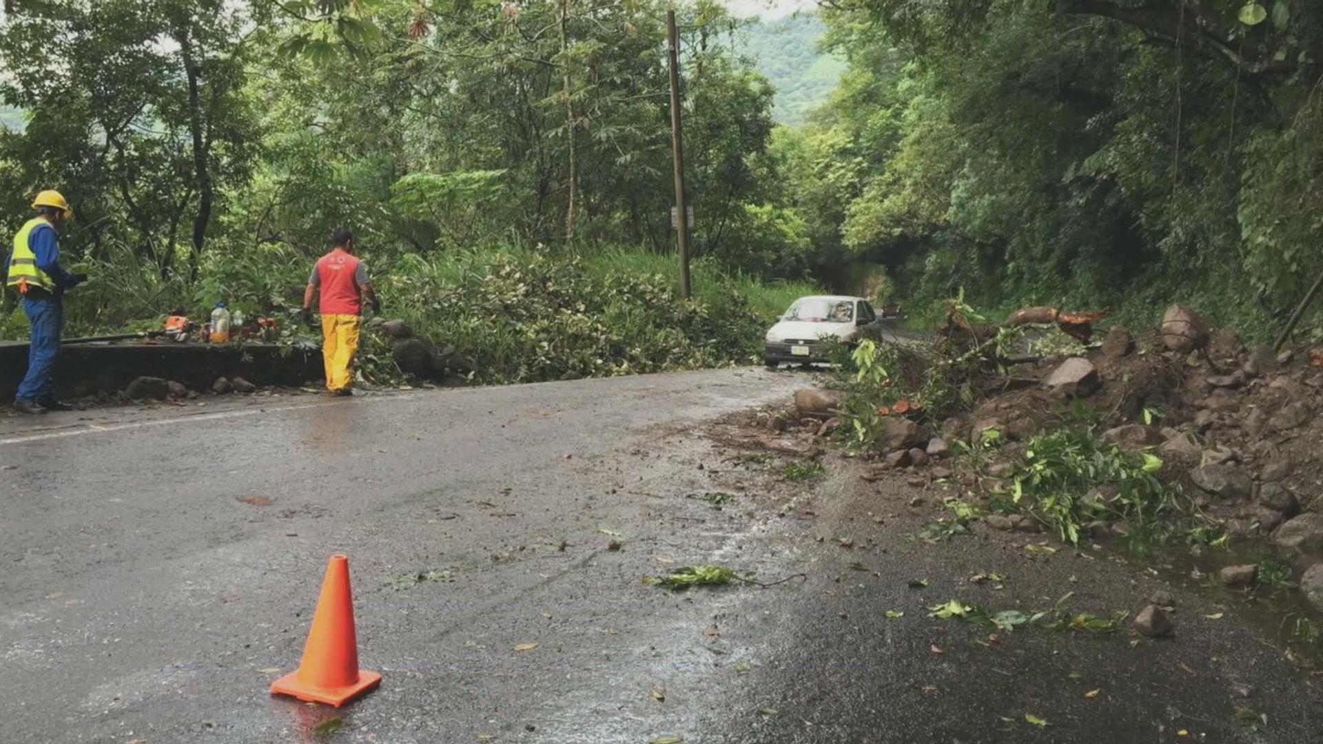 Deslave obstruye carretera Fortín-Orizaba