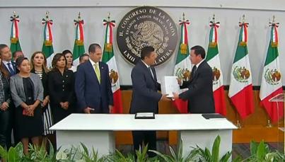 Osorio Chong entrega el Cuarto Informe de Gobierno al Congreso
