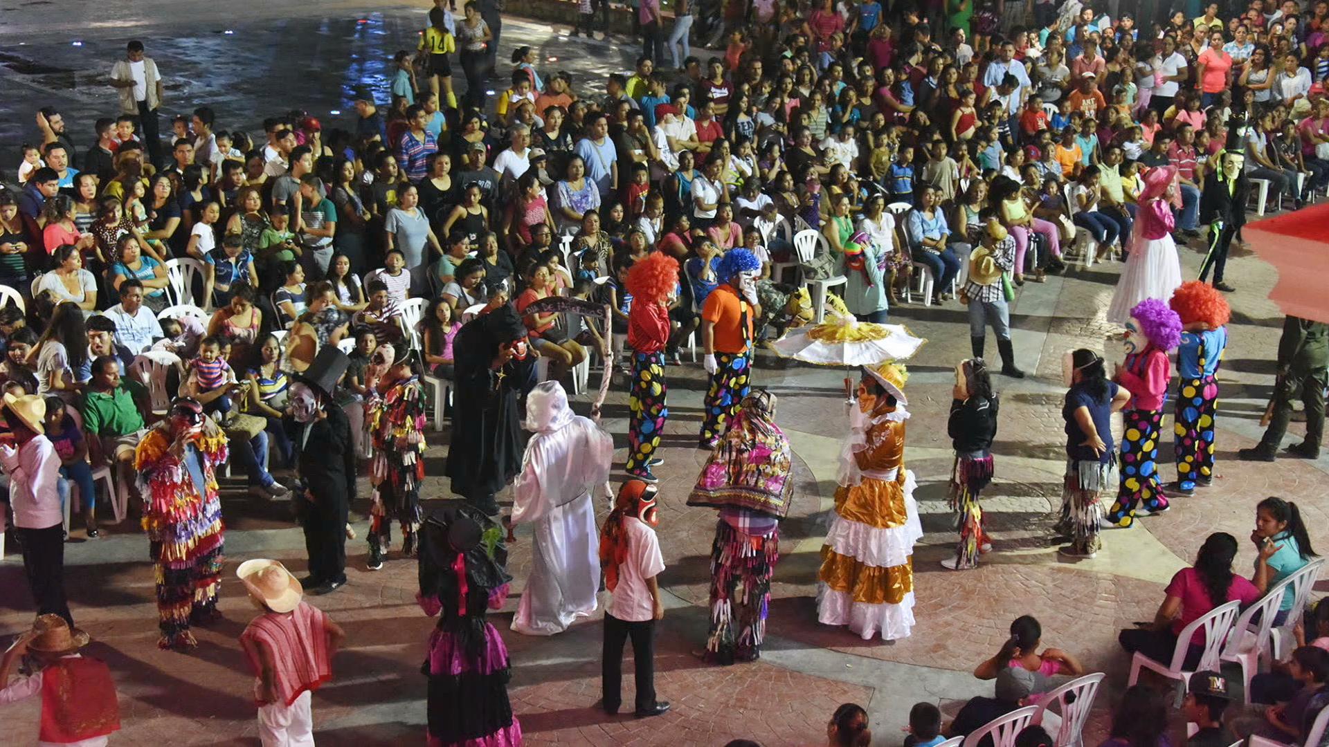 Estudiantes preservan tradición de Día de Muertos en Pánuco