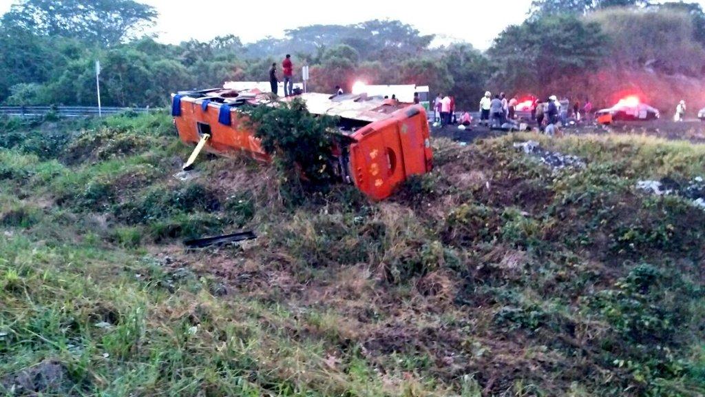 Dan de alta a lesionados del accidente La Tinaja–Cosamaloapan