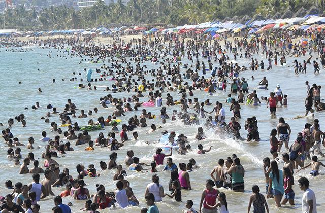 Acapulco, abarrotado de turistas para festejar el año nuevo