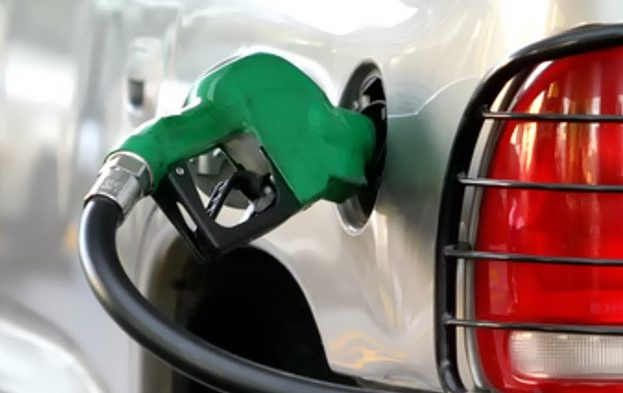 Diputados se benefician con más de 9 mdp para vales de gasolina