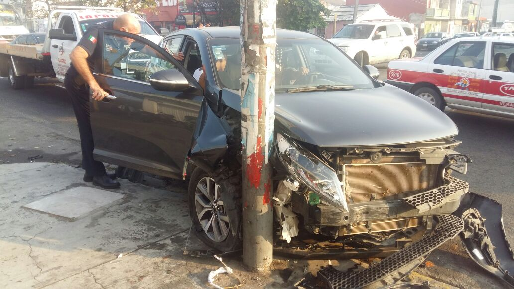 Se registra choque entre camioneta y taxi en Veracruz