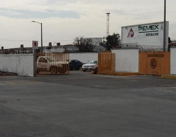 Morena bloquea entrada a complejo gasolinero conocido como «El Sardinero»