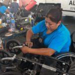 """Reparan más de 100 sillas de ruedas en Xalapa durante la campaña """"Enchúlame la silla"""""""