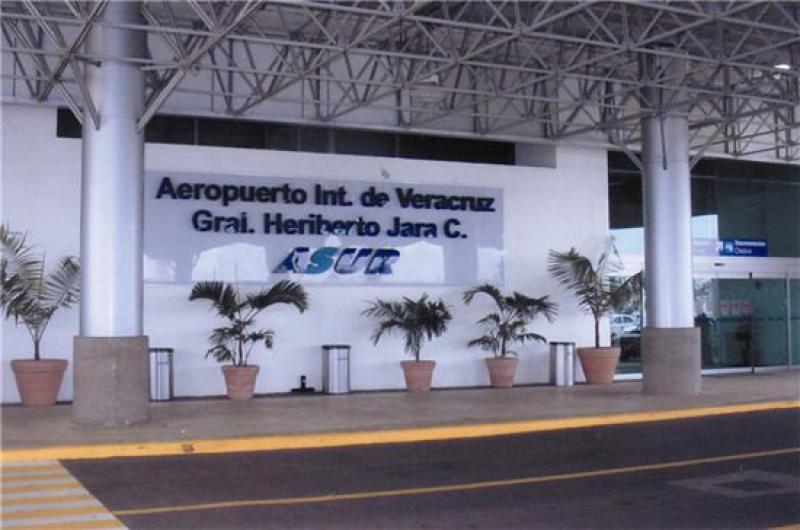 """Aeropuerto de Veracruz «Heriberto Jara Corona"""" abarrotado por turistas nacionales y extranjeros"""