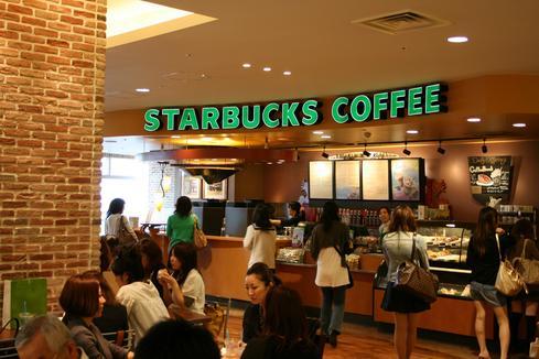 Starbucks contratará 10 mil refugiados