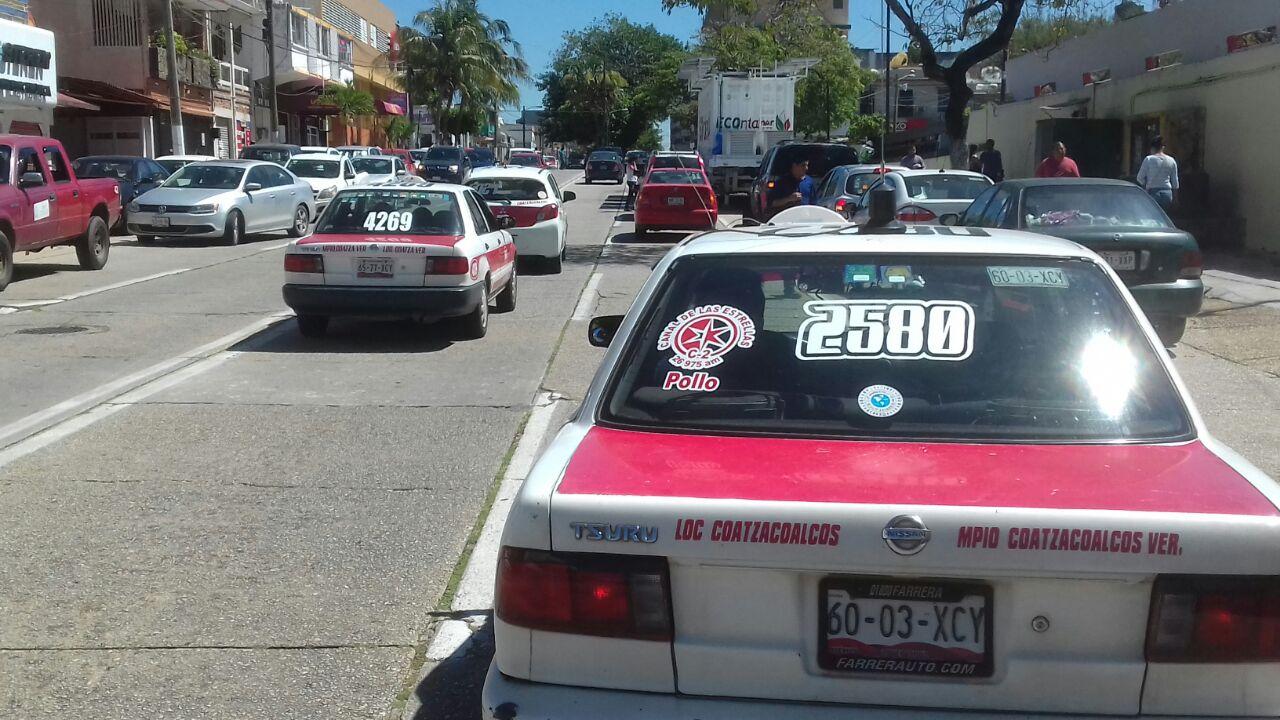 Taxistas del sur de Veracruz denuncian que 10 unidades son robadas al mes; solo 3 son recuperadas