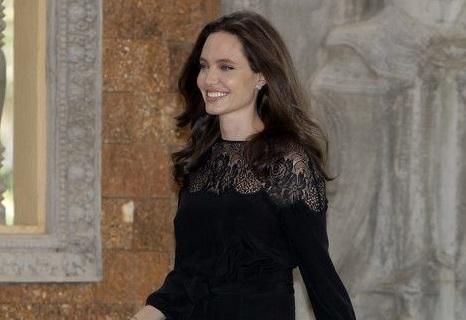 Angelina Jolie luce renovada tras su separación