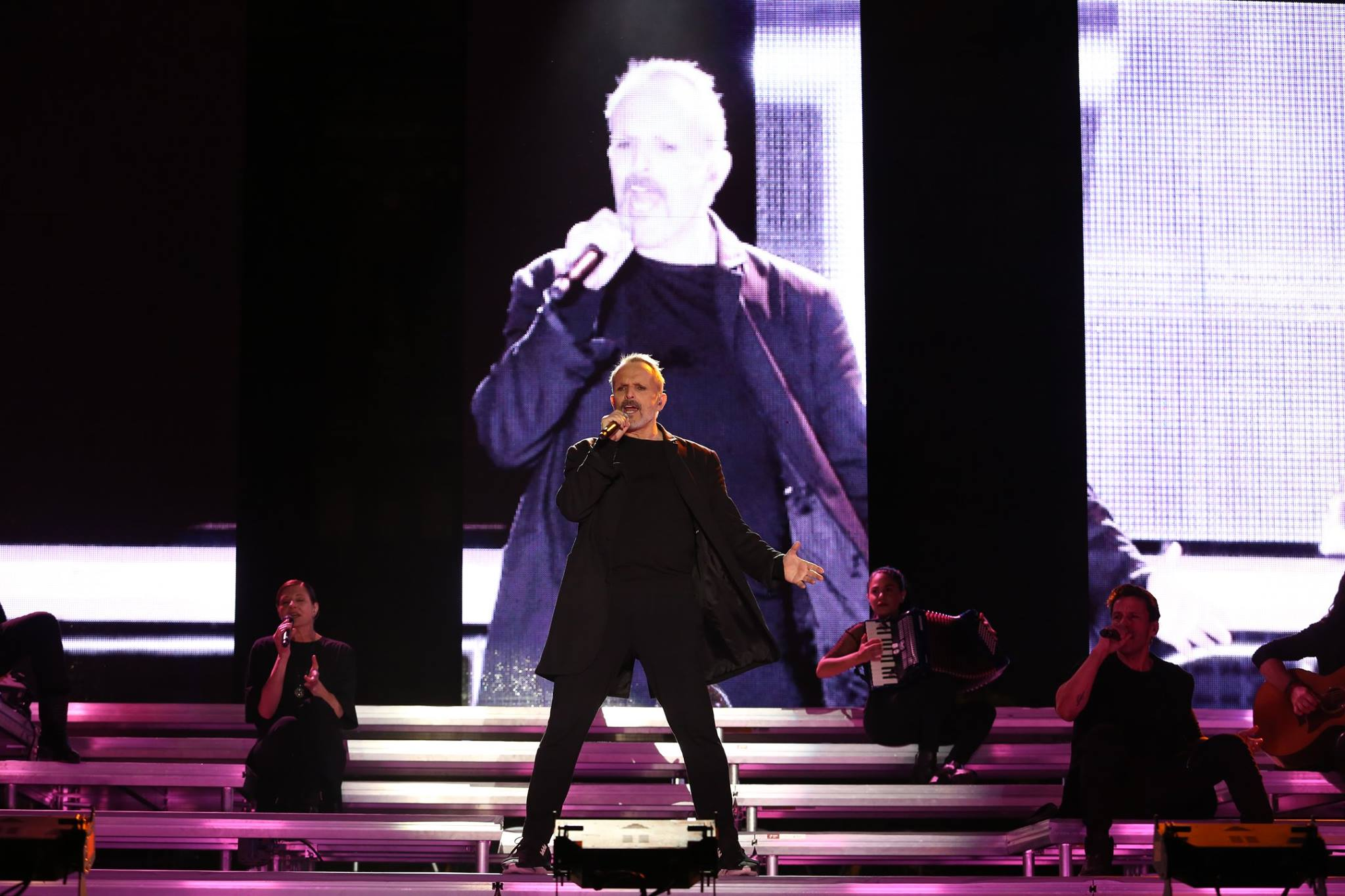 Miguel Bosé se presentó en Zócalo de Ciudad de México
