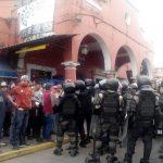 Inician antorchistas plantón indefinido en Coatepec por desalojo de comerciantes