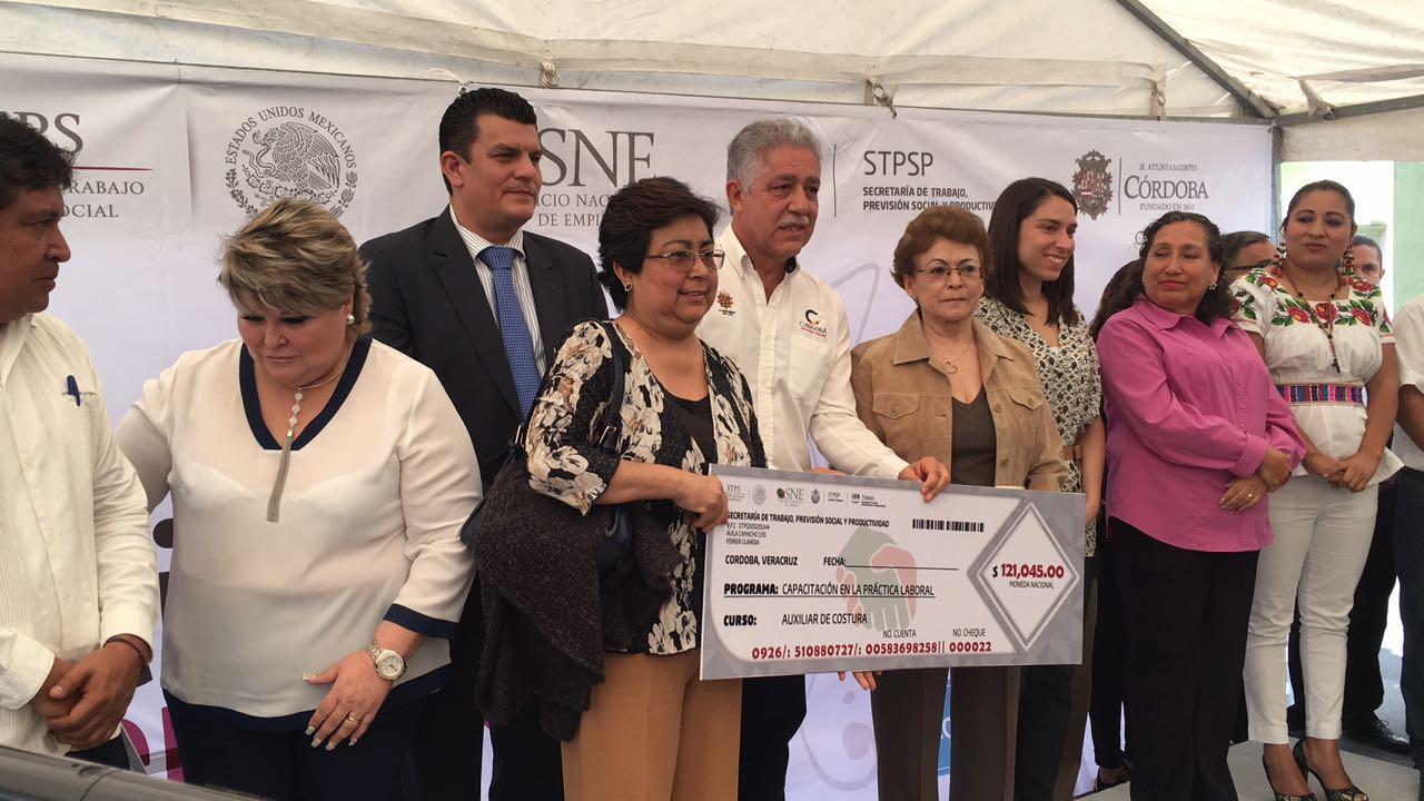 Se ofrecen más de 500 vacantes en Quinta Feria Nacional del Empleo en Córdoba