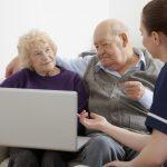 ¿Cómo integrar a los adultos mayores en el uso de la computadora?