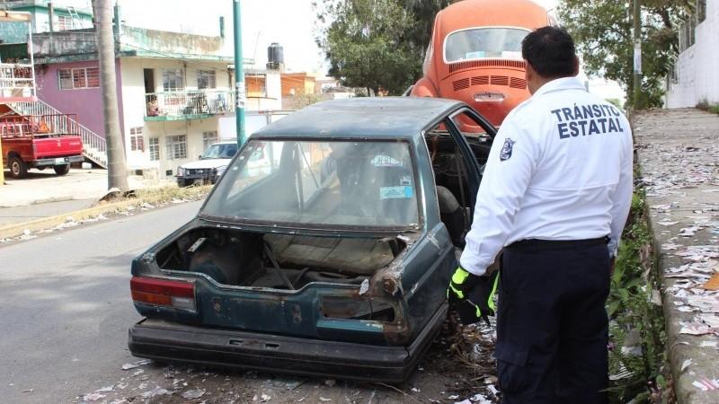 Dirección de Tránsito en Tuxpan lanza ultimátum para retirar «autos maceta»