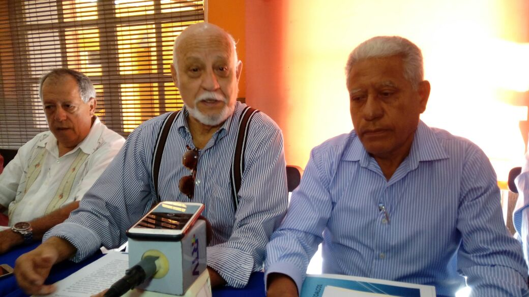 Panistas de Coatzacoalcos reclaman a su dirigente por desplazarlos