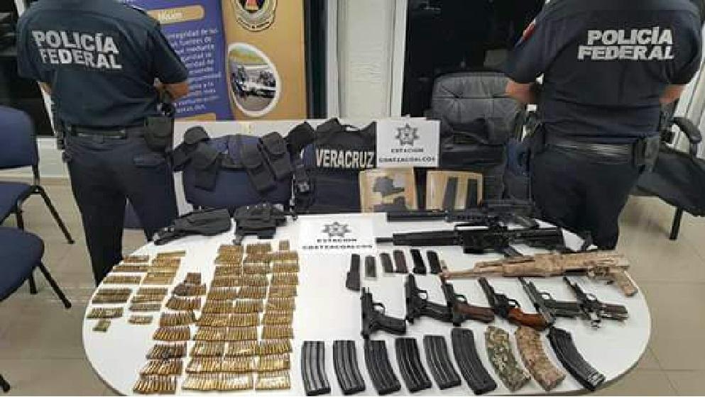 Aseguran maletas con armas en el sur de Veracruz