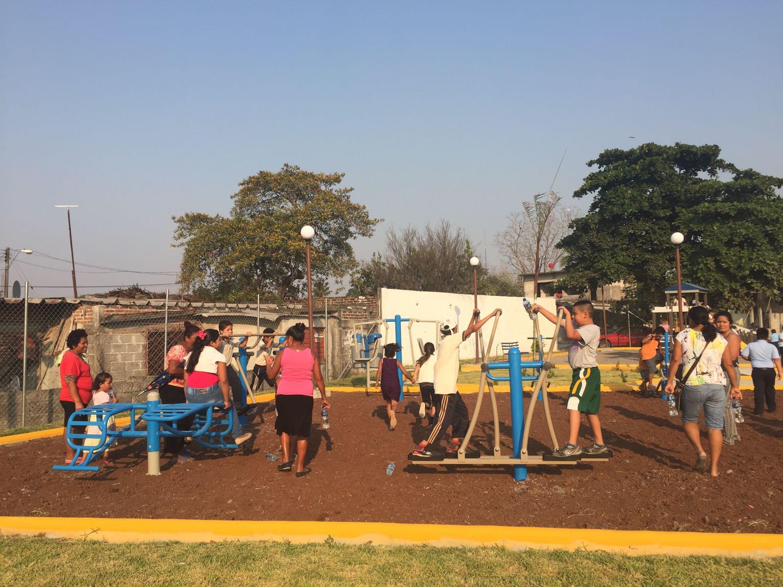 Inauguran complejo deportivo en el barrio Torreón de Tierra Blanca