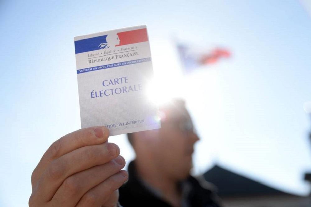 Cae levemente participación en elecciones presidenciales francesas