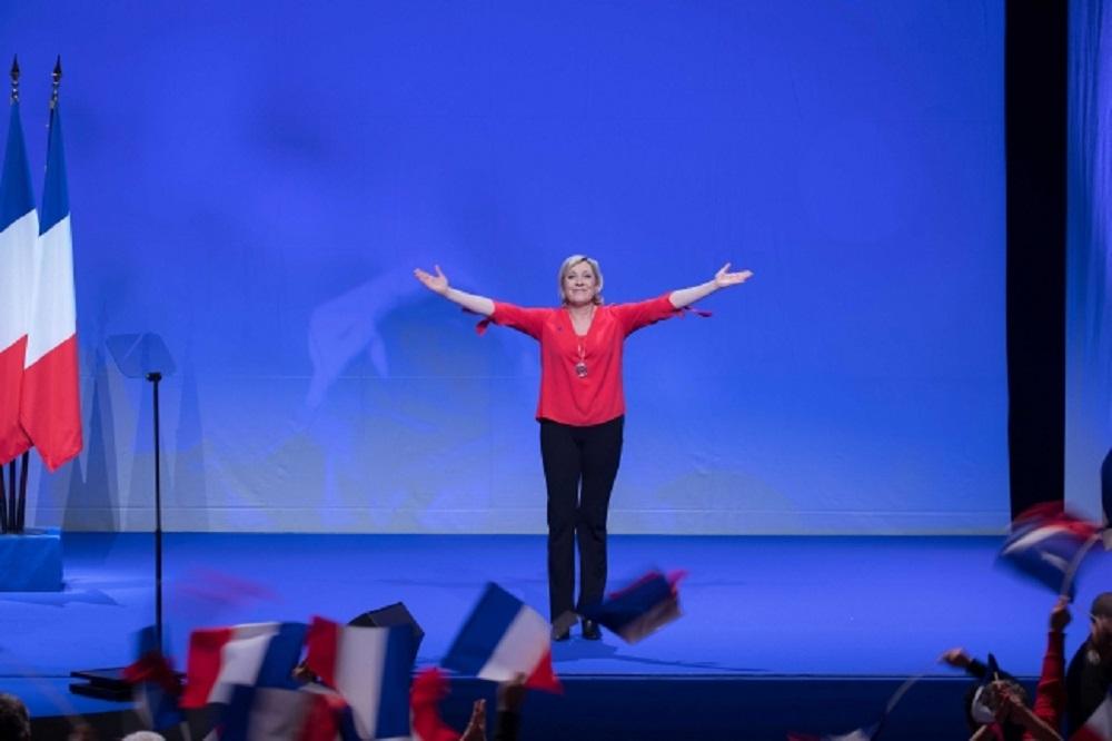 Dimite presidente de partido de Le Pen por comentario sobre Holocausto