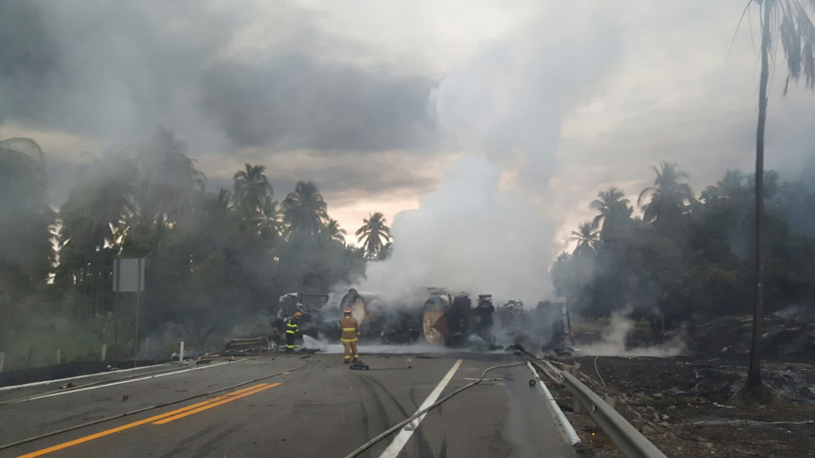 Fallecen 29 personas tras choque en autopista Siglo XXI, en Michoacán