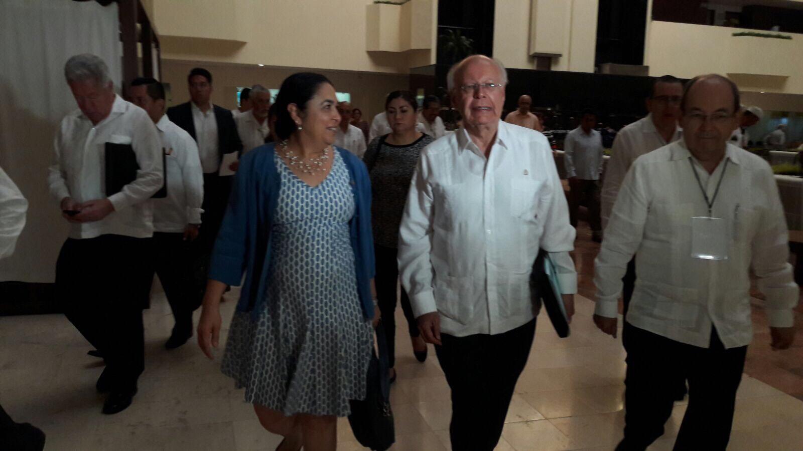 Existen 21 denuncias por irregularidades en administraciones anteriores de Veracruz: Narro Robles