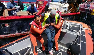 Rescata la Armada a pescadores heridos en altamar