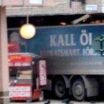 Camión arrolla a multitud en Suecia; hay 2 muertos y varios heridos