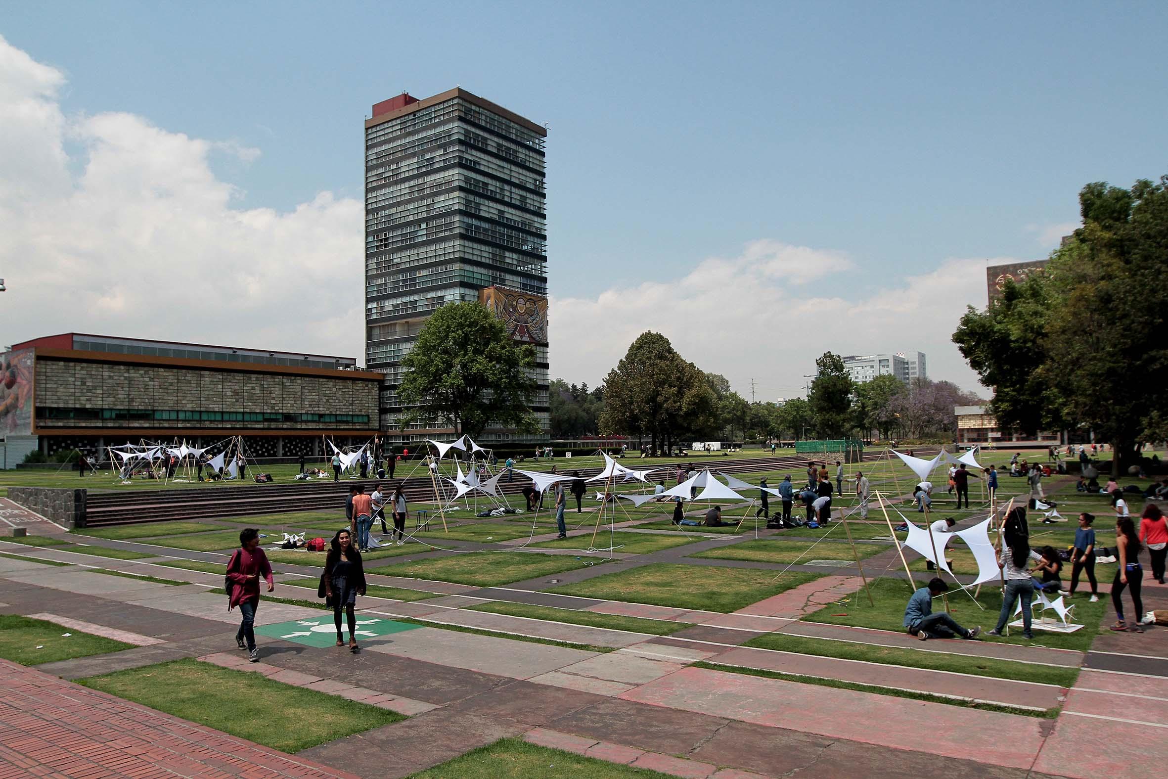 Analiza investigador de la UNAM variables económicas desde el enfoque de la física
