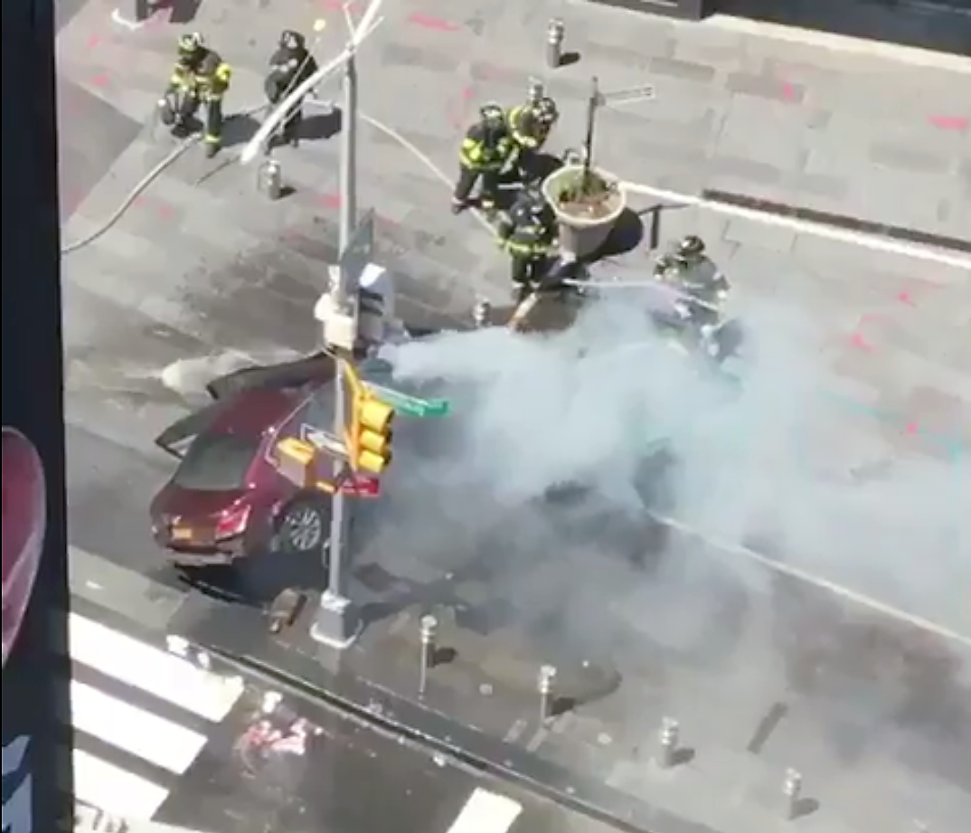 Automóvil embiste a peatones en Manhattan; mata a una joven y hiere a más de 20