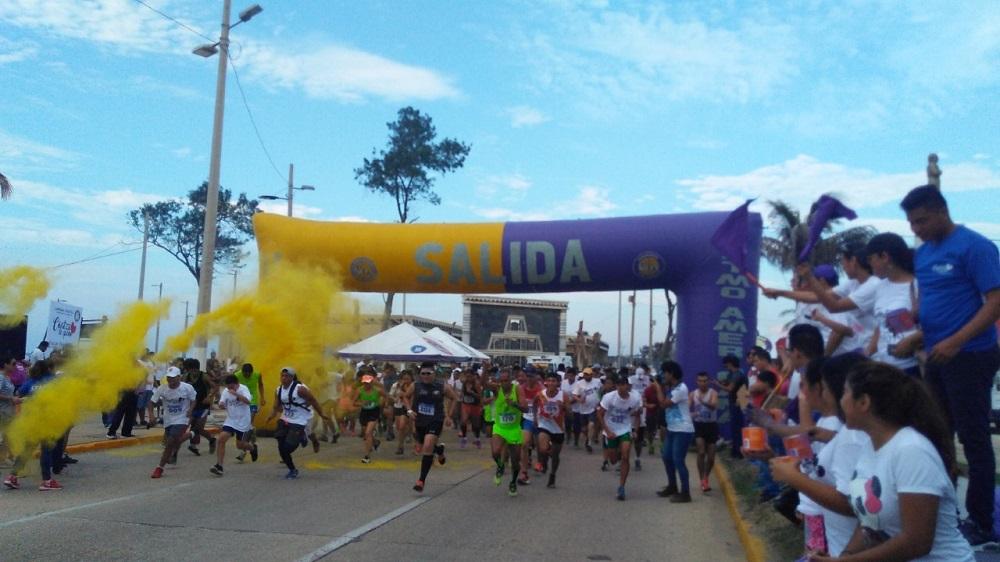 En Coatzacoalcos realizan la Carrera del color UIA 5km