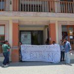 Agentes municipales intentan manifestarse en el palacio municipal de Perote; que no quieren de regreso a Paul Martínez