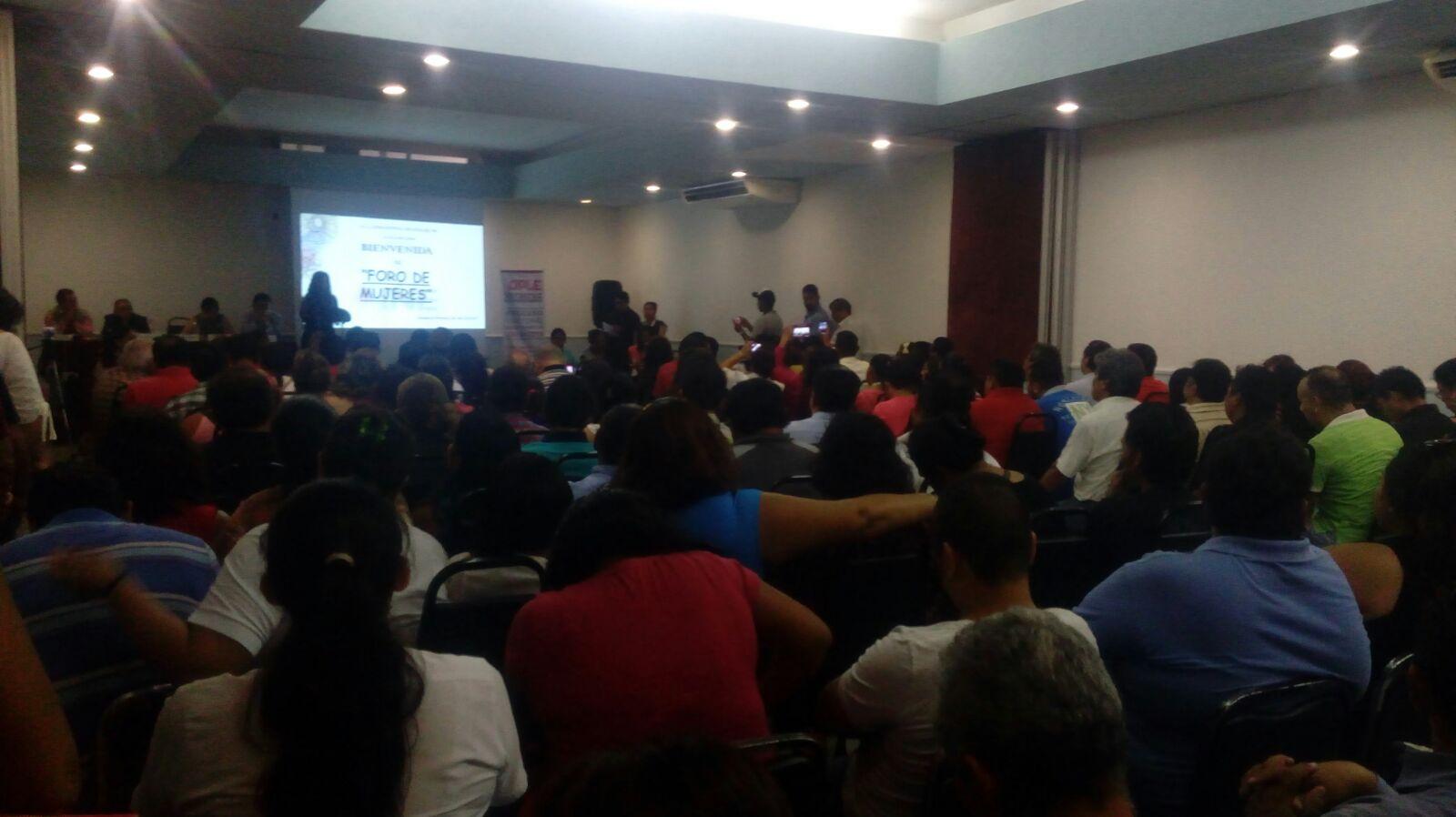 Realiza INE el primer foro de candidatas en Coatzacoalcos.