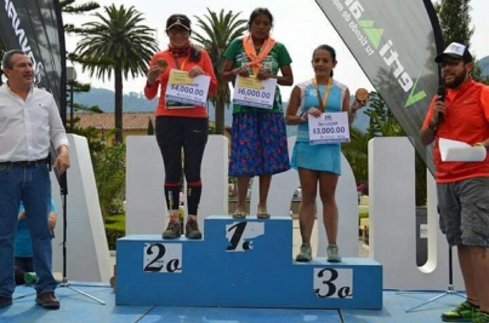 Mujer rarámuri, una de las corredoras más veloces de México