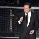 Telemundo logra derechos sobre serie oficial de Luis Miguel para EUA
