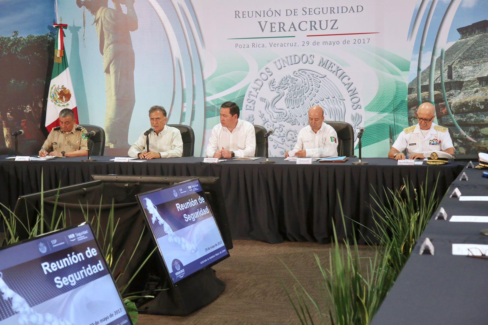 El secretario Osorio Chong encabeza reunión de seguridad Veracruz