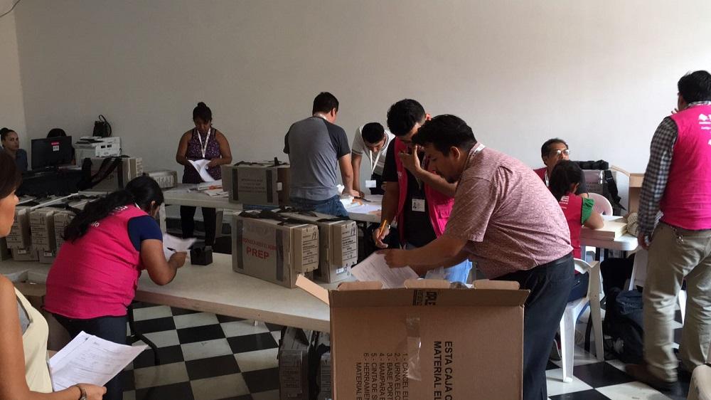 Entregan paquetes electorales en Boca del Río, Coatzacoalcos, Córdoba y Veracruz