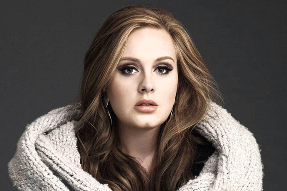Cantante Adele visita a damnificados de incendio de Londres