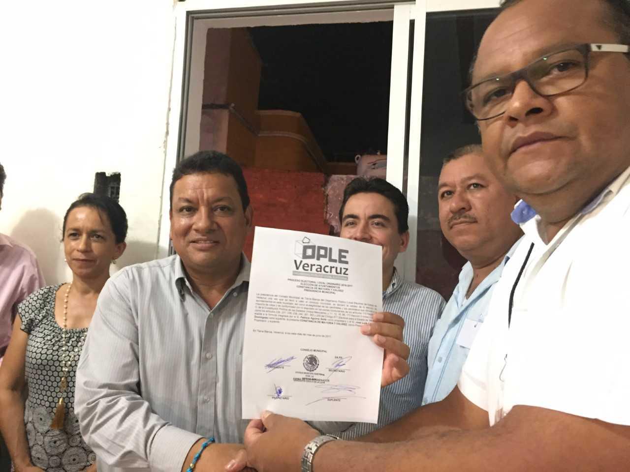 Recibe constancia de mayoría Patricio Aguirre Solís de PAN-PRD en Tierra Blanca
