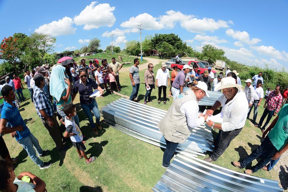Tres mil 500 familias de Pánuco reciben apoyos del Fonden