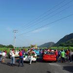 Habitantes de Tlaltetela y Tuzamapan bloquean carretera para exigir su rehabilitación