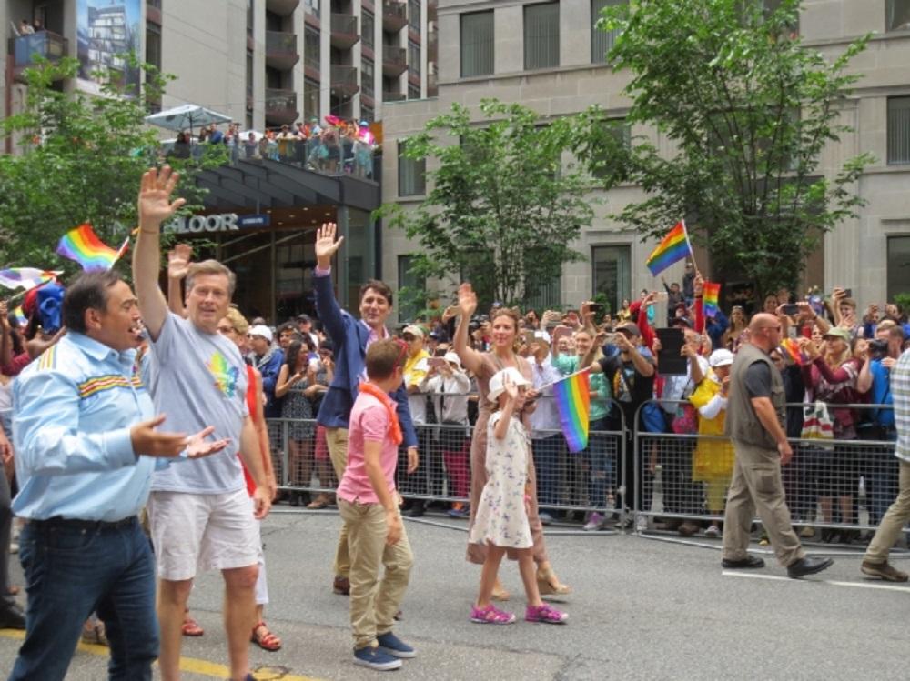Primer ministro canadiense encabeza por segundo año desfile gay en Toronto
