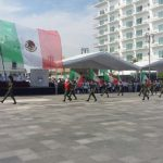 Realizan desfile por el 150 aniversario de la instauración de la República en México